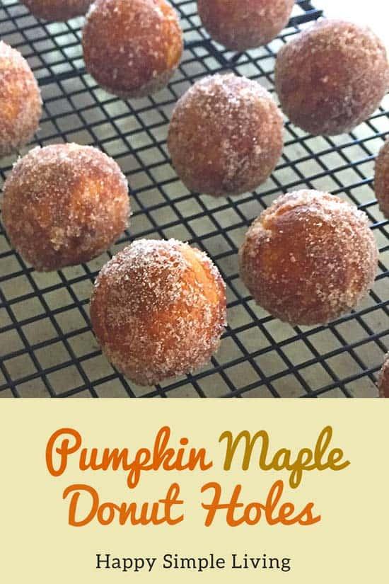 Pumpkin Maple Donut Holes | #baking #pumpkinspice #pumpkin #donuts